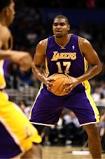 Andrew Bynum getting injection during All-Star weekend
