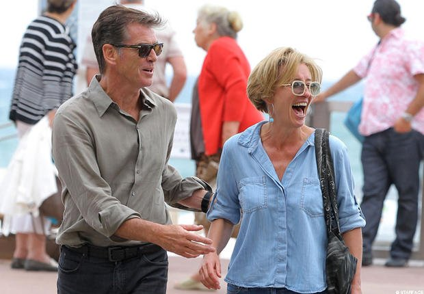 Vido- Pierce Brosnan et Emma Thomson roulent  la parisienne
