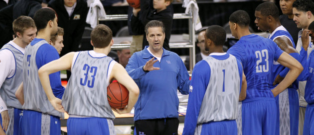 Kentucky head coach John Calipari talks to his team during a practice session for the NCAA Final Four basketball tournament Friday, March 30, 2012, in New Orleans. Kentucky plays Louisville in a semifinals game on Saturday. (AP Photo/Bill Haber)