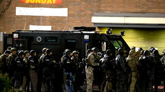 Oregon Mall Shooting: Gunman 'Tentatively' Identified (ABC News)