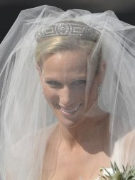 Britain's Zara Phillips, granddaughter of Britain's Queen Elizabeth II, arrives for her marriage to England rugby star Mike Tindall, at Canongate Kirk in Edinburgh, Scotland, Saturday, July 30, 2011. (AP Photo/Dylan Martinez, pool)