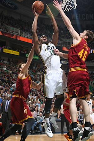 Foye, Favors power Jazz past Cavs, 109-98