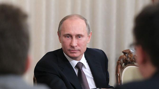 Putin to Russian officials: close foreign accounts