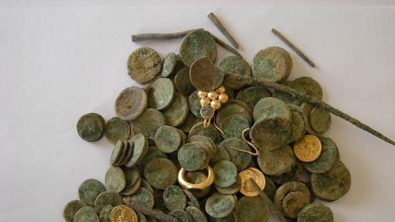 Gold Earring, Precious Stones Among 2,000-Year-Old Treasure