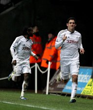 Danny Graham (right)