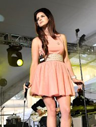 Lana Del Rey hit the sixties vibe hard at London's House Festival yesterday…