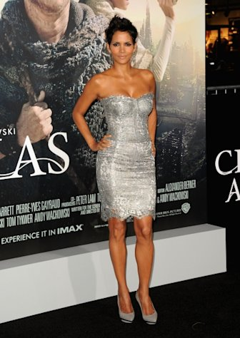Halle Berry steps out at the &#39;Cloud Atlas&#39; premiere at Grauman&#39;s Chinese Theatre in Hollywood, Calif. on October 24, 2012 -- Getty Images