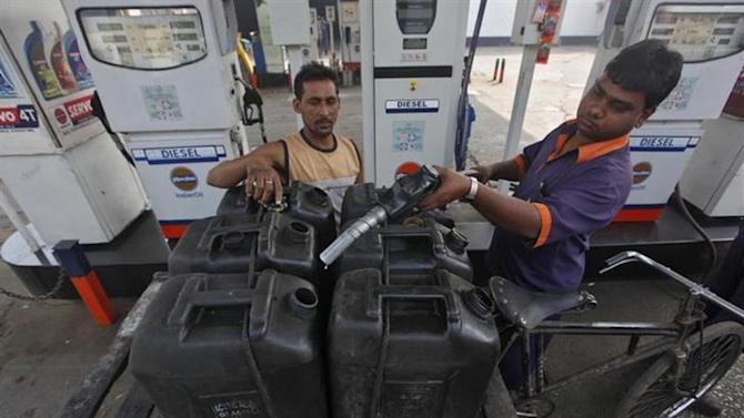 A worker prepares to fill a jerry-can at a fuel station in Kolkata January 18, 2013. REUTERS/Rupak De Chowdhuri/Files