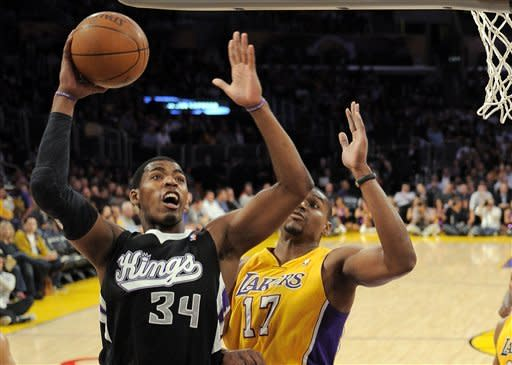 Mask-wearing Kobe gets 38, Lakers hold off Kings