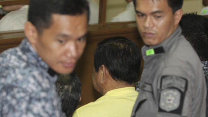 Jail guards surround Andal Ampatuan Sr., center, the patriarch of the powerful Ampatuan clan, as he waits for his arraignment to start Wednesday, June 1, 2011 at suburban Taguig city, south of Manila, Philippines. Ampatuan Sr. pleaded not guilty Wednesday to charges he masterminded the 2009 massacre of at least 57 political opponents and journalists in the Philippines' worst election-related killings. (AP Photo/Bullit Marquez)