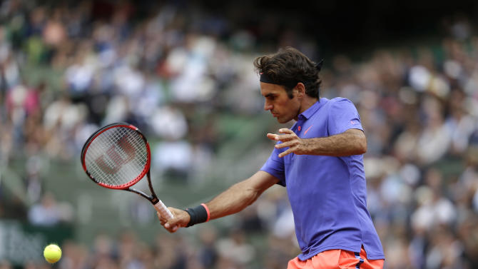 Switzerland's Roger Federer returns the ball to Bosnia and Herzegovina's Damir Dzumhur during their third round match of the French Open tennis tournament at the Roland Garros stadium, Friday, May 29, 2015 in Paris. (AP Photo/Thibault Camus)
