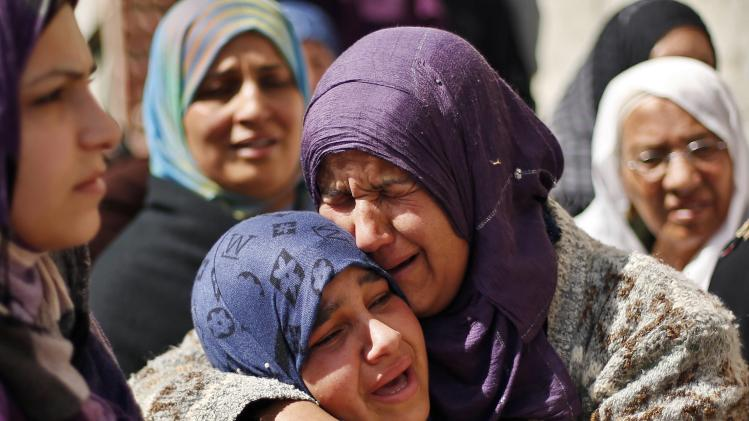 Relatives of Palestinian Kareem Hamad mourn during his funeral at Beit Hanoun on Gaza Strip