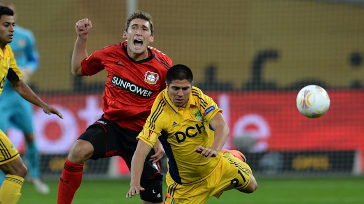 Leverkusen's defender Stefan Reinartz and Kharkiv´s striker Jonathan Cristaldo (right) vie for the ball during their UEFA Europa League match in Leverkusen on September 20, 2012