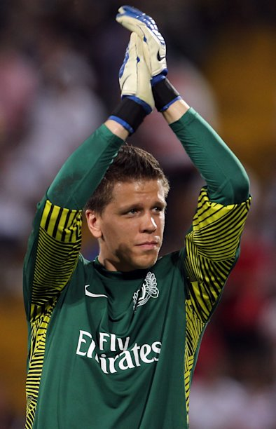 Arsenal's goalkeeper Wojciech Szczesny applaudes his fans at the end of a Champions League qualifying playoff second leg soccer match against Udinese in Udine, Italy, Wednesday, Aug. 24, 2011. Arsenal won 2-1 and advances 3-1 on aggregate. (AP Photo/Paolo Giovannini)