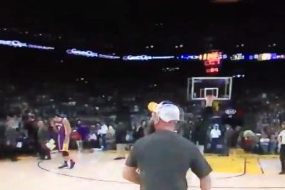 Warriors fan drains prize shot, celebrates by taunting Lakers