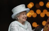 Britain&#39;s Queen Elizabeth leaves St Paul&#39;s Cathedral after a thanksgiving service to mark her Diamond Jubilee in London
