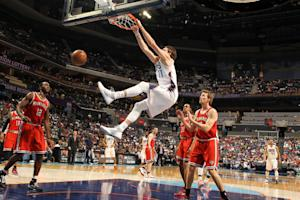 Walker, McRoberts lead Bobcats over Bucks, 95-85