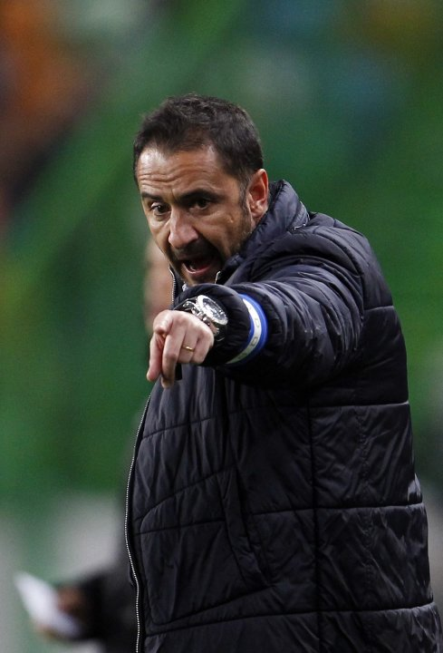 Porto's coach Vitor Pereira gestures to his players during their Portuguese Premier League soccer match against Sporting in Lisbon