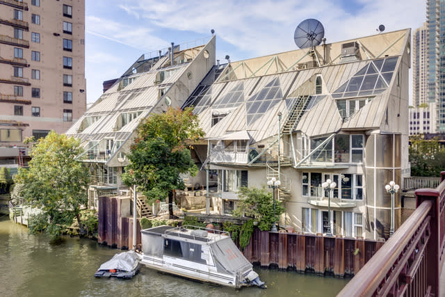 Postmodern Harry Weese Masterpiece on Chicago River Lists for $2.3M