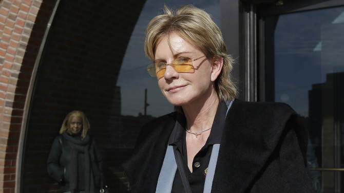 Author Cornwell takes stand at negligence trial
