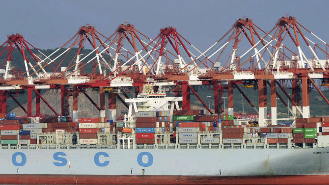 China's export growth accelerates, imports sag