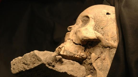 'Vampire' Plague Victim Spurs Gruesome Debate
