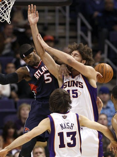 Smith rallies Hawks past Nash, Suns 101-99