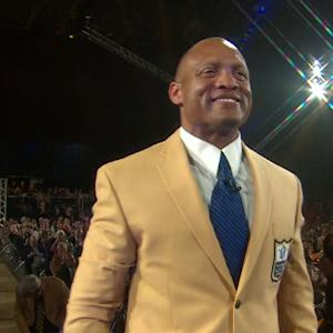 Former Arizona Cardinals and St. Louis Rams cornerback Aeneas Williams receives gold jacket