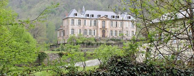 Popular This Week: Family restores French chateau