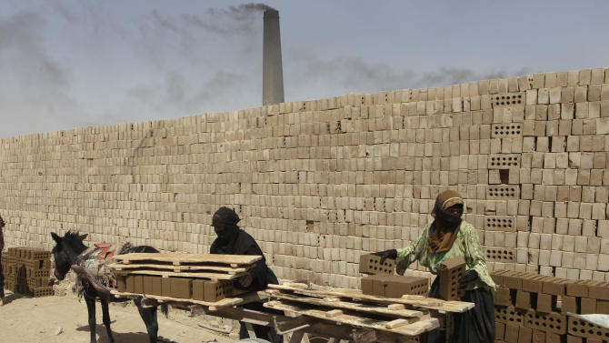 Iraqi women work at a brick factory in Baghdad, Iraq, Tuesday, Sept. 6, 2011. (AP Photo / Karim Kadim)