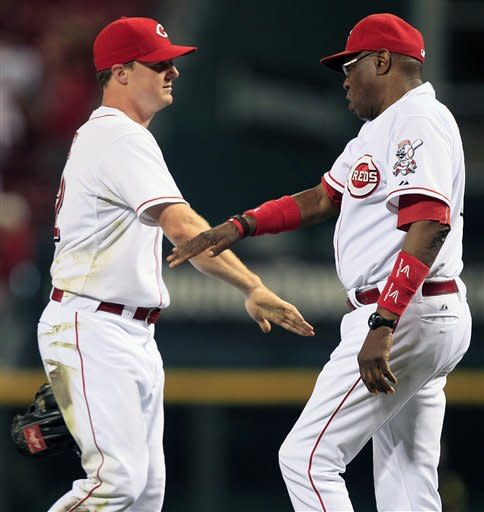 Reds hit 3 HRs, beat Brewers 3-1 behind Bailey