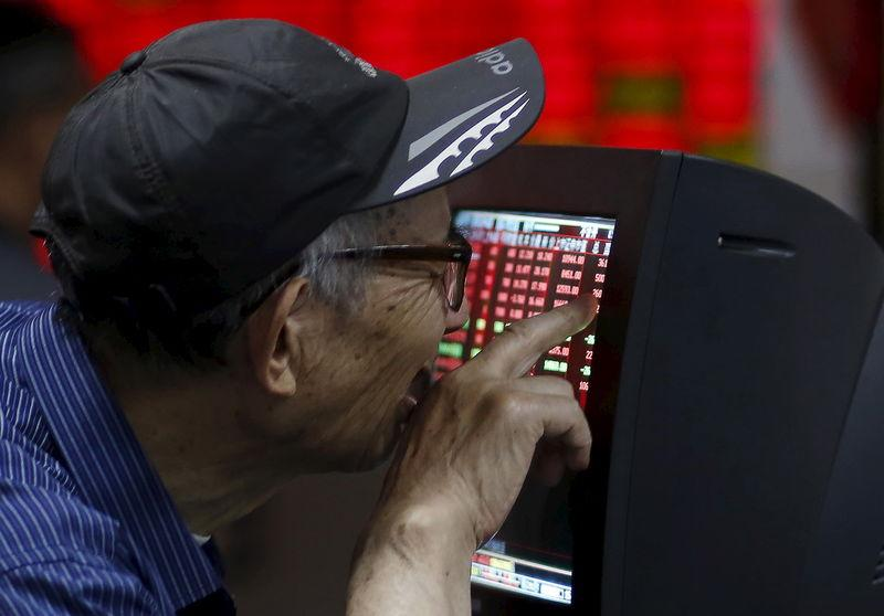 China stocks volatile, end mixed after previous day's tumble