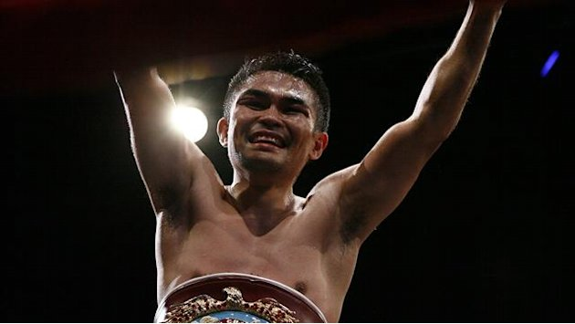 Boxing - Viloria unifies flyweight titles in LA