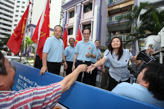 Resident shaking the hands of WP's Lee Li Lian.