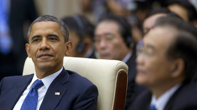 U.S. President Barack Obama, left, attends the East Asian Summit Plenary Session at the Peace Palace in Phnom Penh, Cambodia, Tuesday, Nov. 20,  2012. Seated right is Chinese Premier Wen Jiabao.  (AP Photo/Carolyn Kaster)