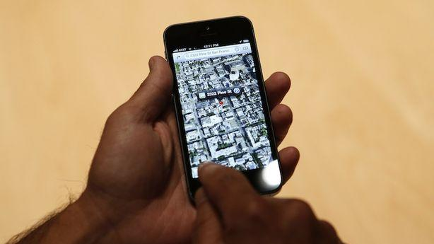 Google Slowly Starts to Exploit Apple's iOS Maps Flub