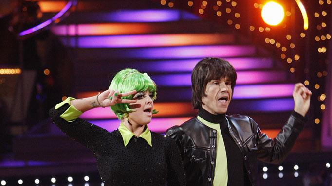 "Louis Van Amstel and Kelly Osbourne perform on ""Dancing with the Stars."""