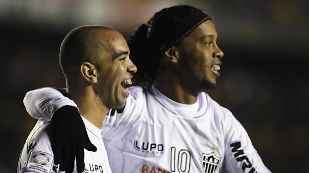 Diego Tardelli and Ronaldinho of Atletico Mineiro (REUTERS)