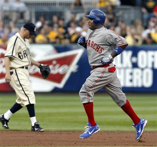 Pirates rally for 5-3 win over Royals
