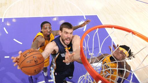 Grizzlies hold off Lakers for 109-106 victory