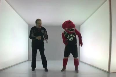 Toronto politician dances to 'Hotline Bling' with the Raptors mascot for Drake Night