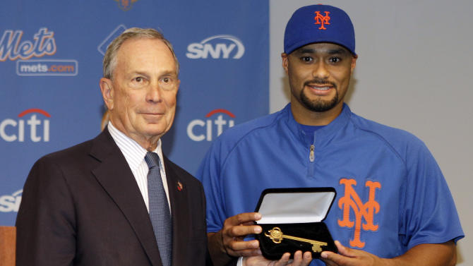 New York City Mayor Michael Bloomberg present New York Mets starting pitcher Johan Santana with the Key to the City for his no-hitter performance against the St. Louis Cardinals before an interleague baseball game between the Mets and the New York Yankees Friday, June 22, 2012, in New York.  (AP Photo/Frank Franklin II)