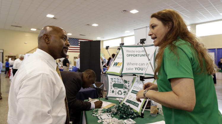 US unemployment aid applications drop to 302,000