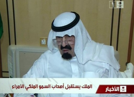 Image grab from Saudi state TV shows Saudi Arabia&#39;s King Abdullah appearing on November 28, 2012, for the first time since he underwent a back operation on November 18. The 89-year-old monarch was shown seated and receiving well-wishers at a Riyadh hospital