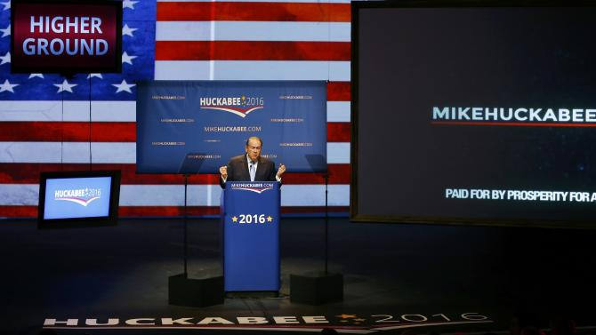 U.S. Republican presidential candidate Huckabee formallly launches bid for the 2016 Republican presidential nomination in Hope, Arkansas