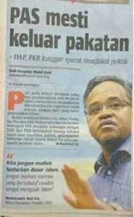 A clipping of a story published in Berita Harian recently on Nasharudin's call for PAS to leave the opposition coalition. - September 15, 2013.