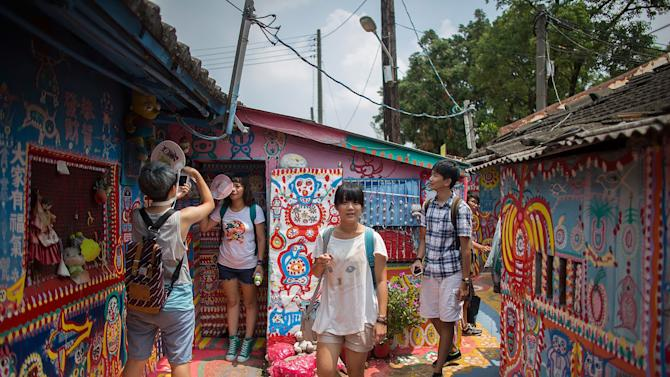 Visitors Explore Rainbow Military Dependents' Village