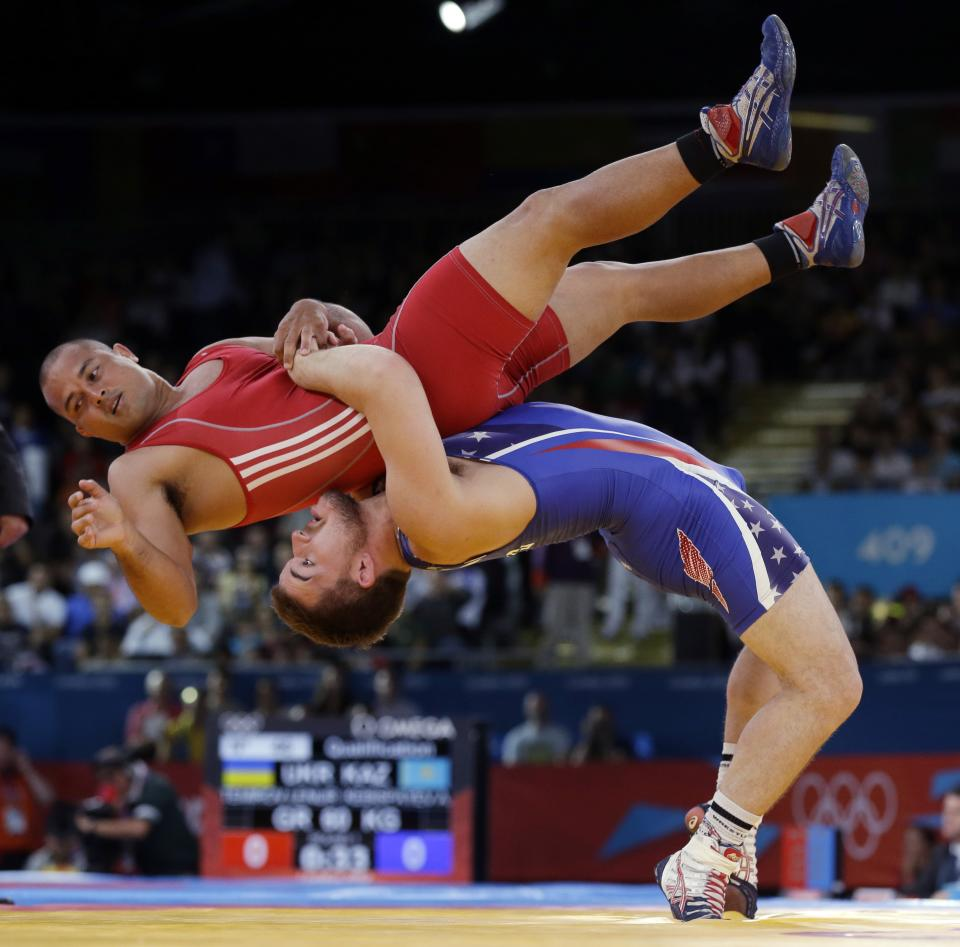 Keitani Graham of Micronesia competes against Charles Edward Betts of the United States, right, during the 84-kg Greco-Roman wrestling competition at the 2012 Summer Olympics, Monday, Aug. 6, 2012, in London. (AP Photo/Paul Sancya)