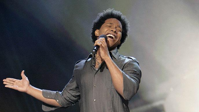 Brandon Rogers performs in front of the judges on 6th season of American Idol.
