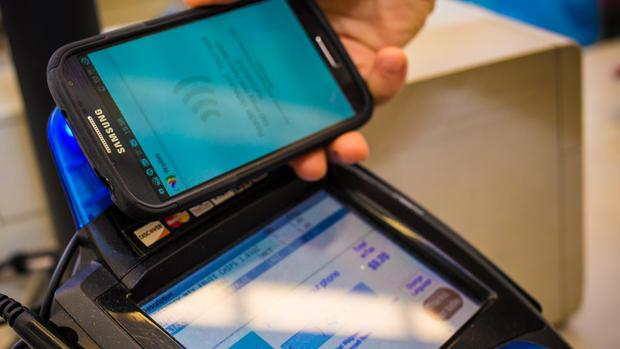 Google, PayPal heat up mobile-payments fray